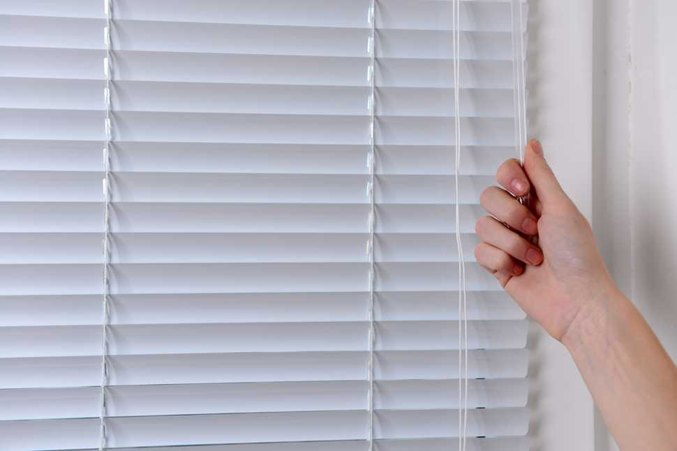 hand closing blinds